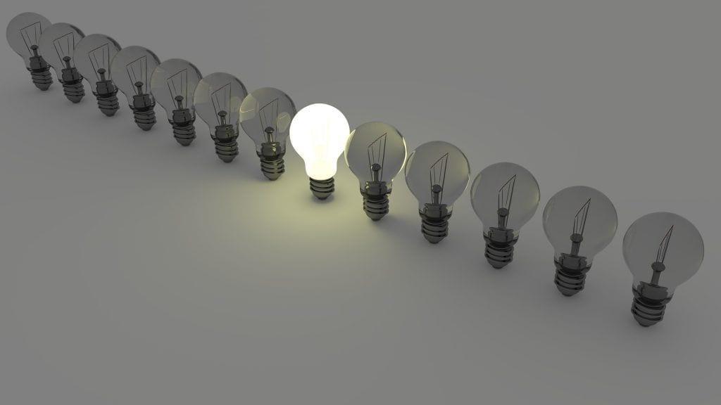 light bulbs 1125016 1920 1024x576 - Conoce las claves para decantarte por un emisor térmico con autoaprendizaje