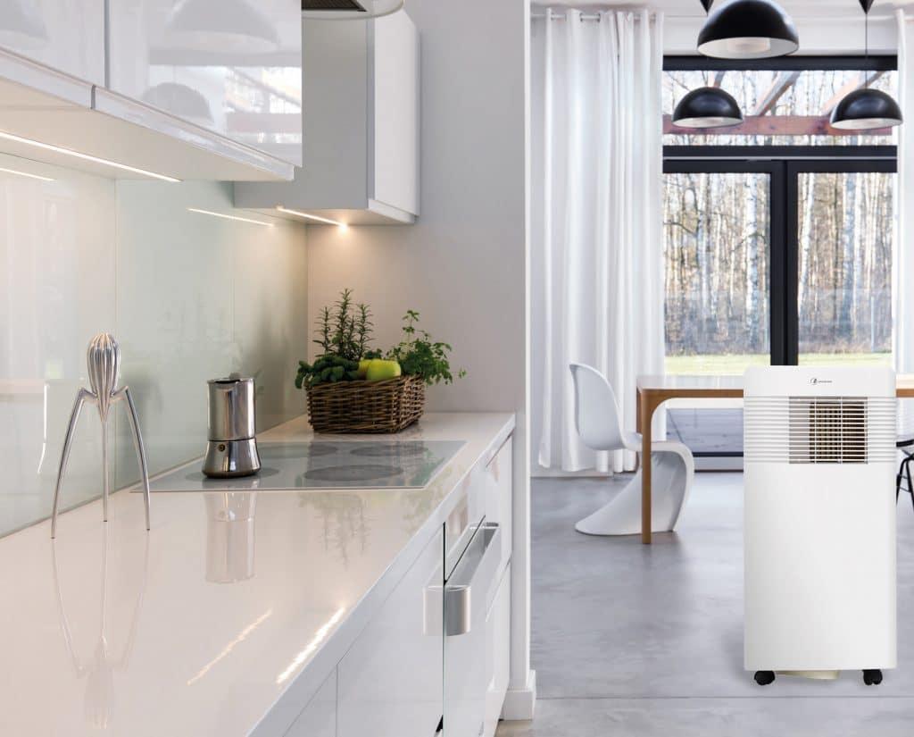 aire acondicionado portátil desinfectante en una cocina moderna